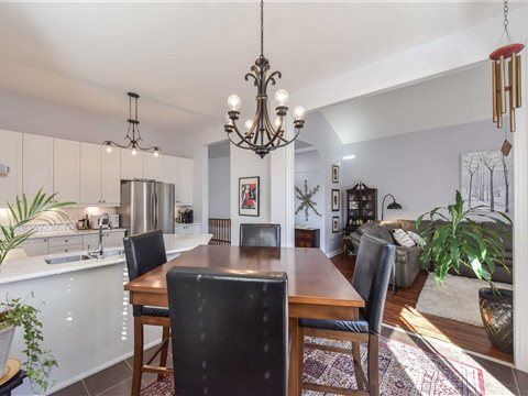 43 Collier Cres