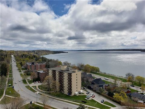 181 Collier  St Ph1503, Barrie