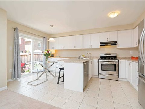 975 Mctrach Cres