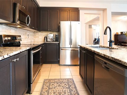 644 Tully Cres